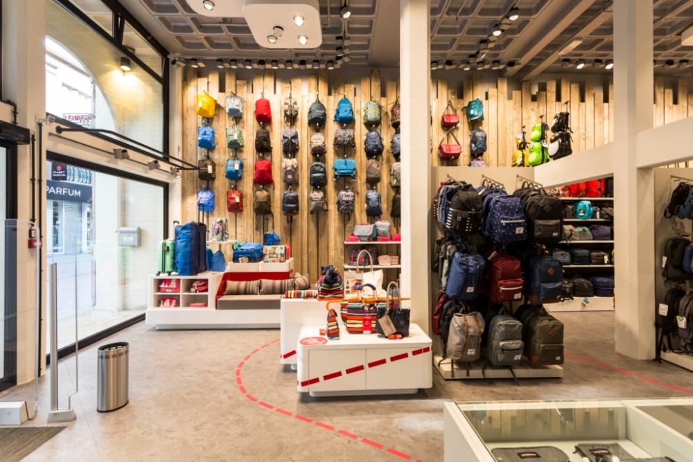 f0501f9a1c6 Lenaerts Bagage & Lederwaren - Shop Design Awards - Retail